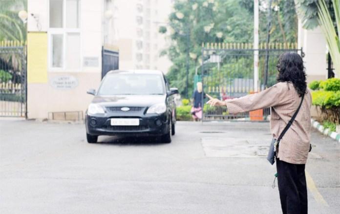 મીતાણા ગામ પાસે રાજકોટની યુવતીને લીફટ આપી બાઇક ચાલકે વાડીએ લઇ જઇને યુવતી પર દુષ્કર્મ આચર્યુ હતુ.