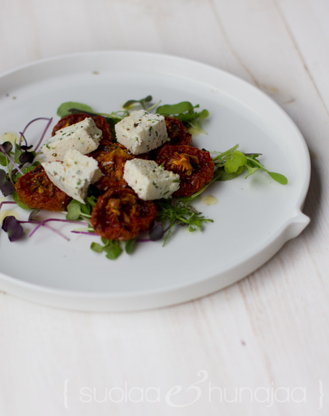paahdetut-tomaatit-ja-kotijuusto