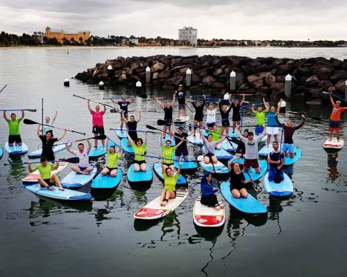 Big group of paddlers during a paddle board school group lesson