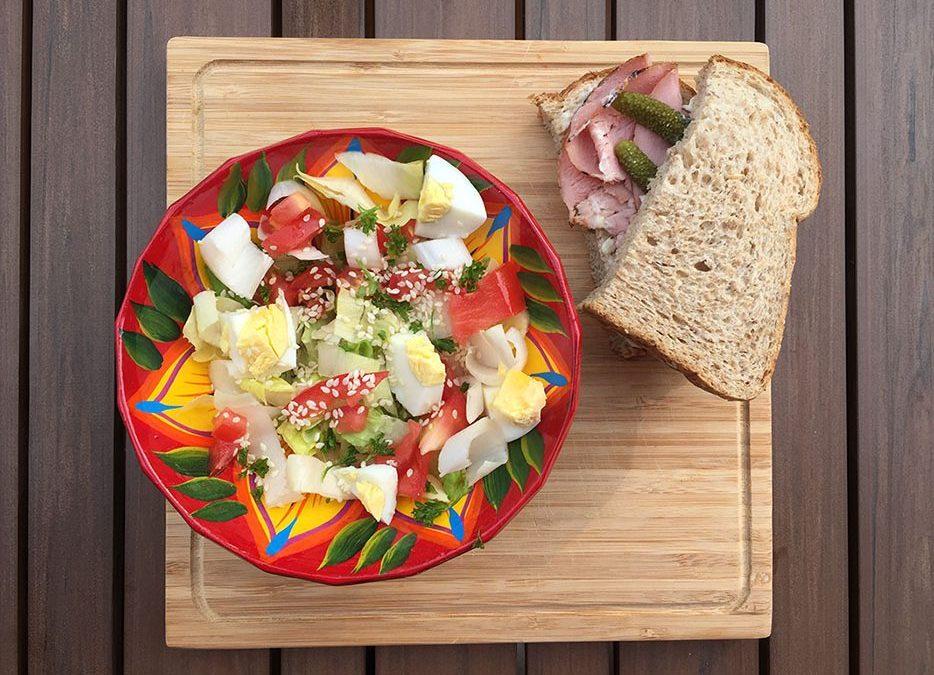 Salade d'endives, tomates et oeufs & son sandwich