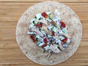 Tortillas aux légumineuses, tomates, concombre, poulet & parmesan de Super Boîte à Lunch