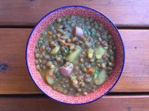 Soupe aux lentilles vertes, carottes et poireau
