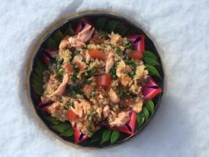 quinoa au saumon, tomates, kale et chanvre