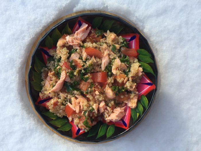 Quinoa au saumon, kale et tomate