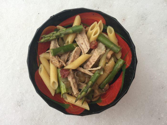 Penne aux asperges, sirop d'érable, porc, canneberges et champignons