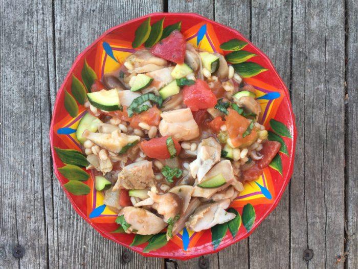 Orge aux petits légumes variés et poulet