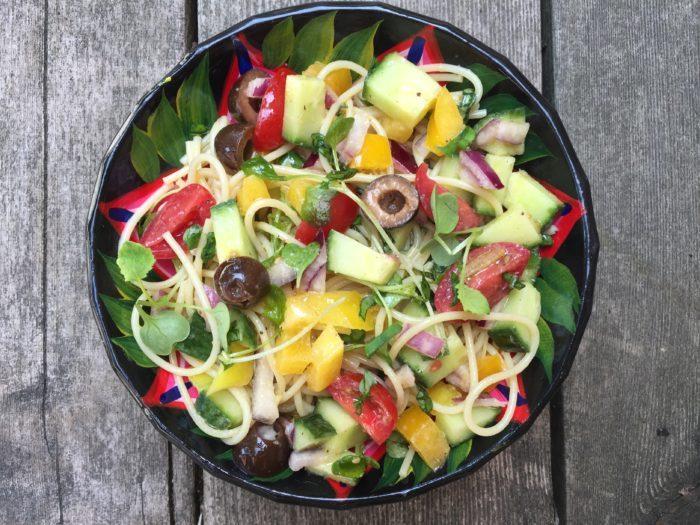 Salade de spaghetti aux légumes & olives