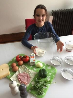 Préparation des ingrédients des mini-quiches