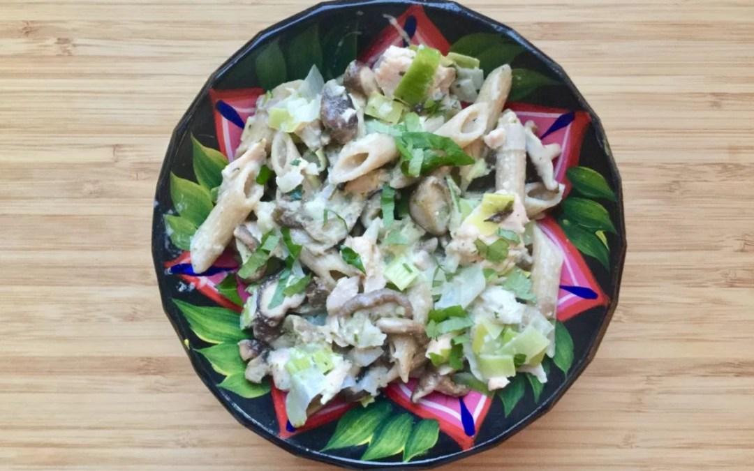 Pâtes complètes aux poireaux, shiitake & saumon de Super Boîte à Lunch