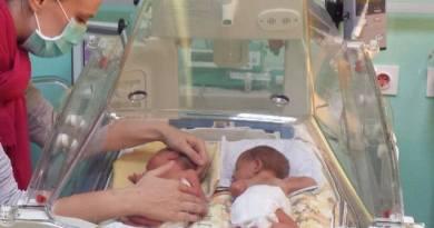 """""""Moli. Molitva majke se ne odbija. I sačuvaj mlijeko."""" – Moja priča o dojenju blizanaca"""