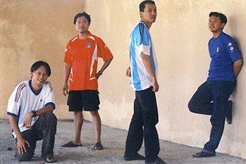 Tahun 2002, ki-ka, Aku, Valens, Riza dan Iwan. Photo by Kristupa Saragih