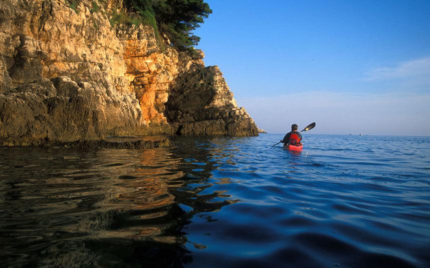 Sea-kayaking-croat_3182315k