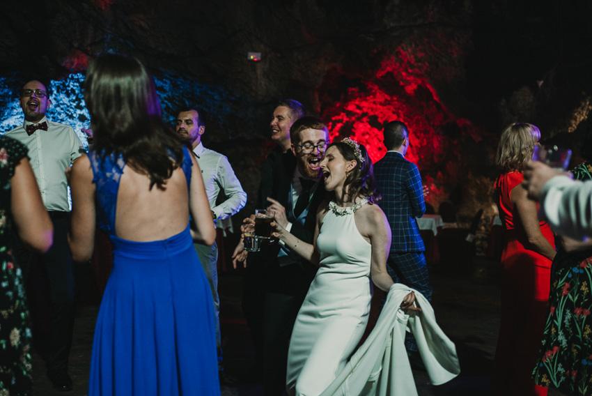 novios cantando en baile foto supercastizo