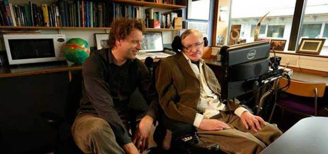 Teoría póstuma de Stephen Hawking propone que el cosmos no es infinito