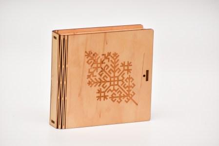 Blašķu kastīte (austras koks)