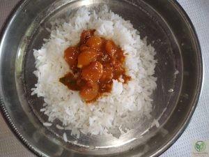 Chinna Vengaya Vathakuzhambu-rice