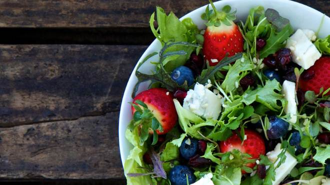 berry superfood salad