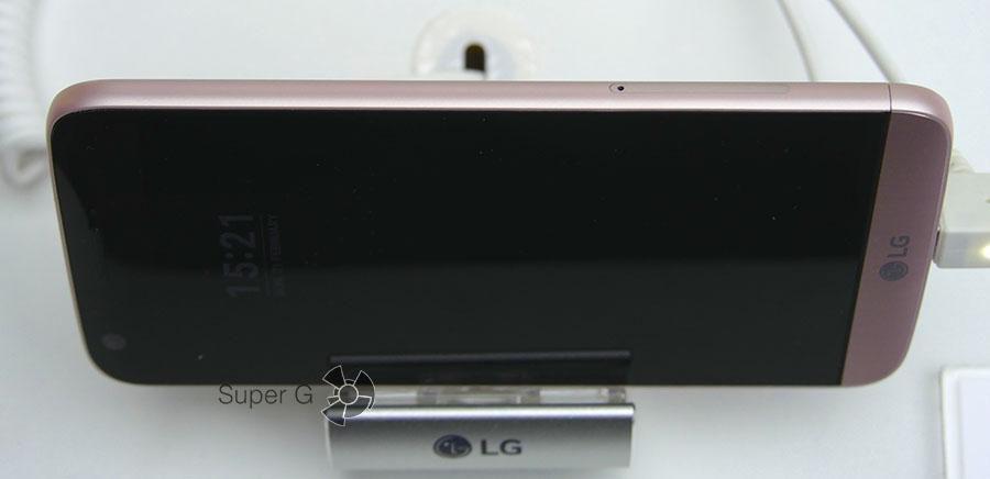 Другая сторона смартфона LG G5
