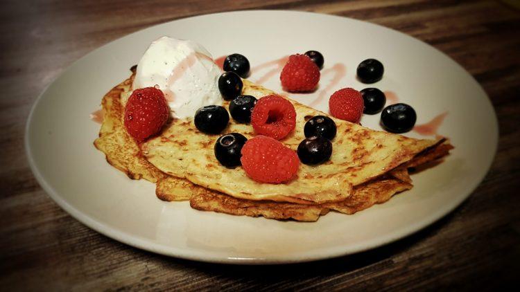 vegan-pancake-with-berries