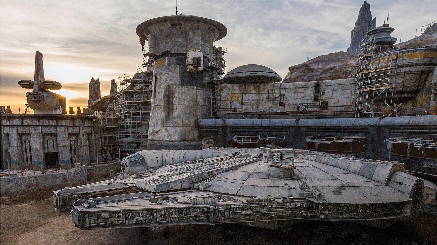 star wars galaxys edge disneyland and walt disney world attractions showcased in new video superhero news