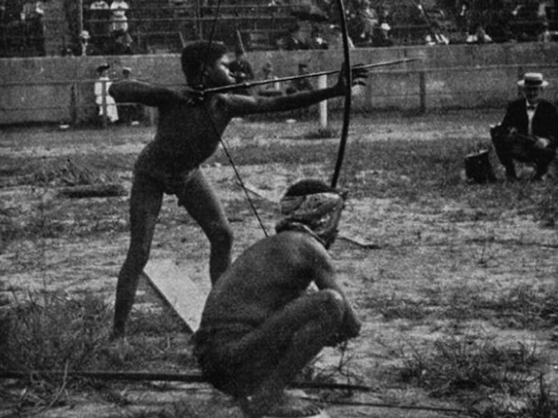 1934 St Louis'de yapılan Vahşiler Olimpiyatları'na katılmaya zorlanan yerliler