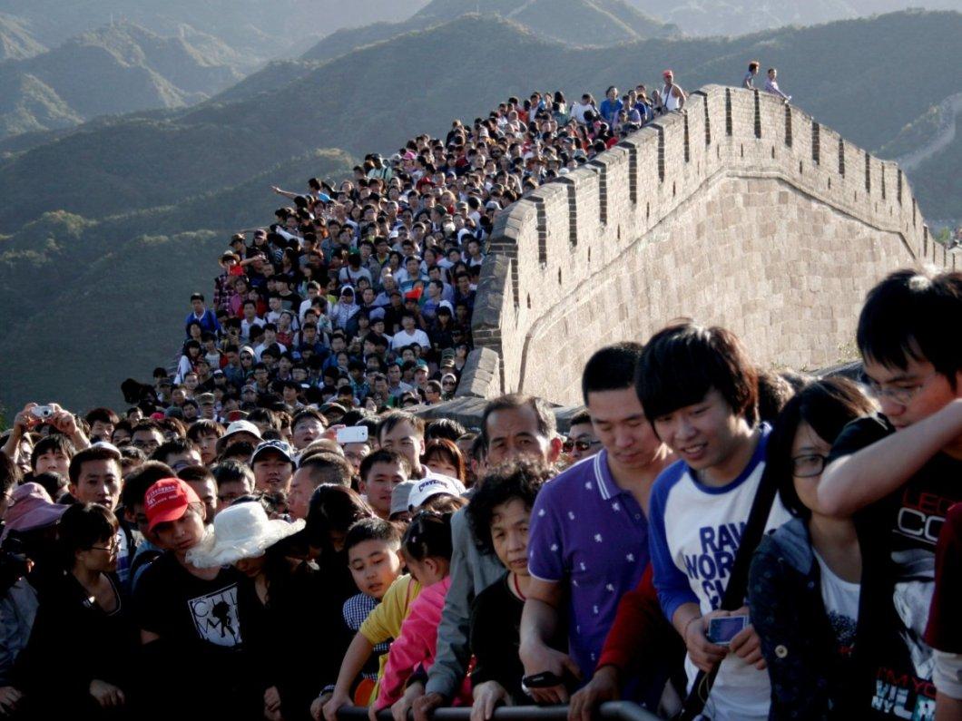 Çin seddindeki turistler