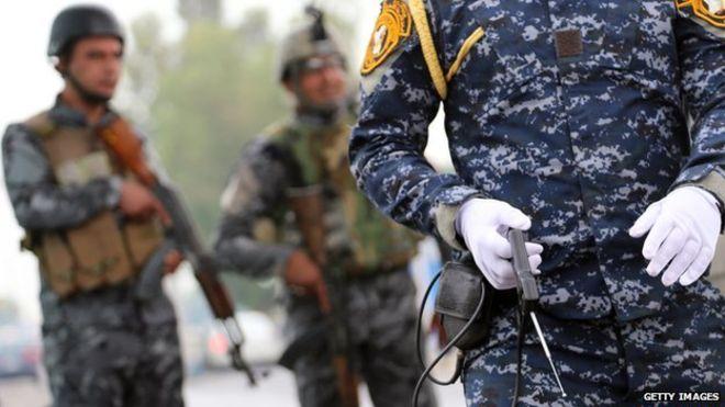 Sahte bomba detektörü bir kontrol noktasında kullanılırken