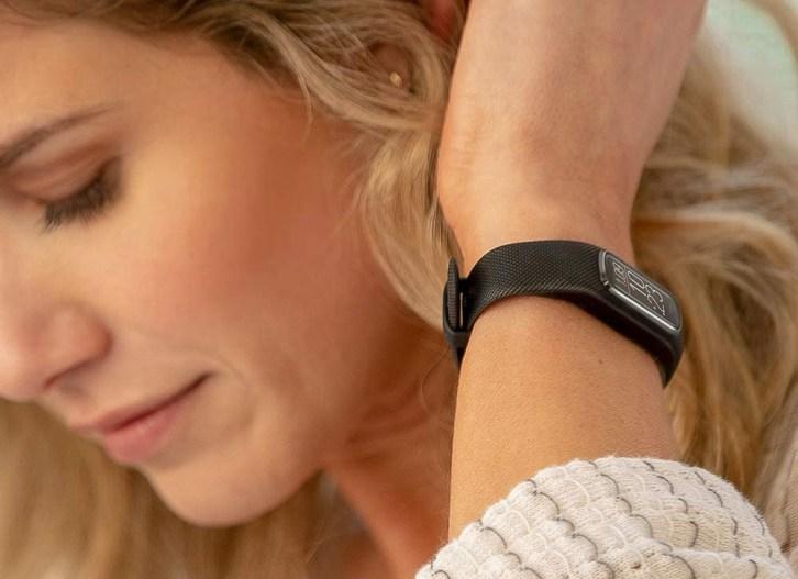 Garmin-Vivosmart-4-Fitness-Tracker-for-Women