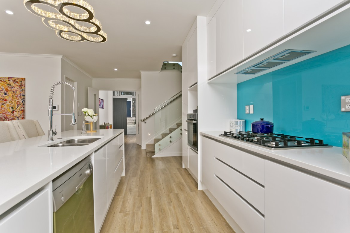 594557R Easy tips on choosing the right colour for your Kitchen