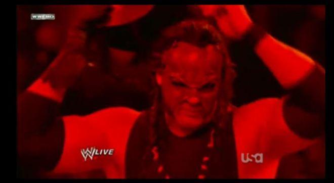 Kane Regresa Enmascarado a WWE durante los Slammy Awards 2011