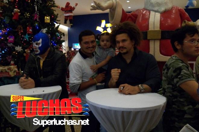 Carlito y un fan - Image by @eduardocanovela