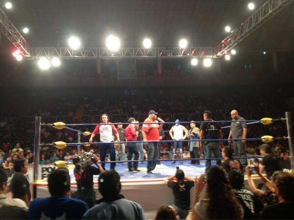 Konnan encara a Blue Demon Jr. /I Image by @Lucha_Libre_AAA