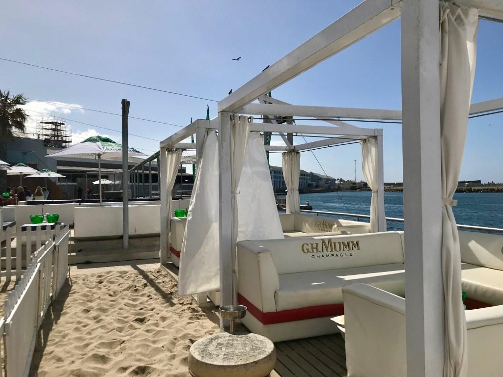 Shimmy Beach Club: Logen
