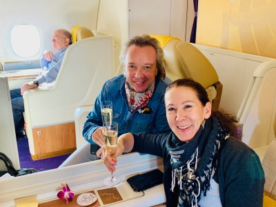 "SuperMenU ""Around the world"" – Der Flug nach Bangkok mit Thai-First"