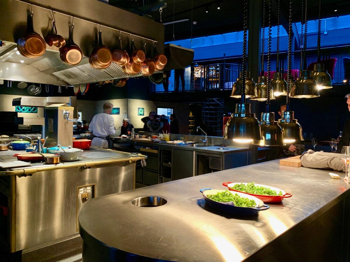 100/200 Kitchen: offene Küche
