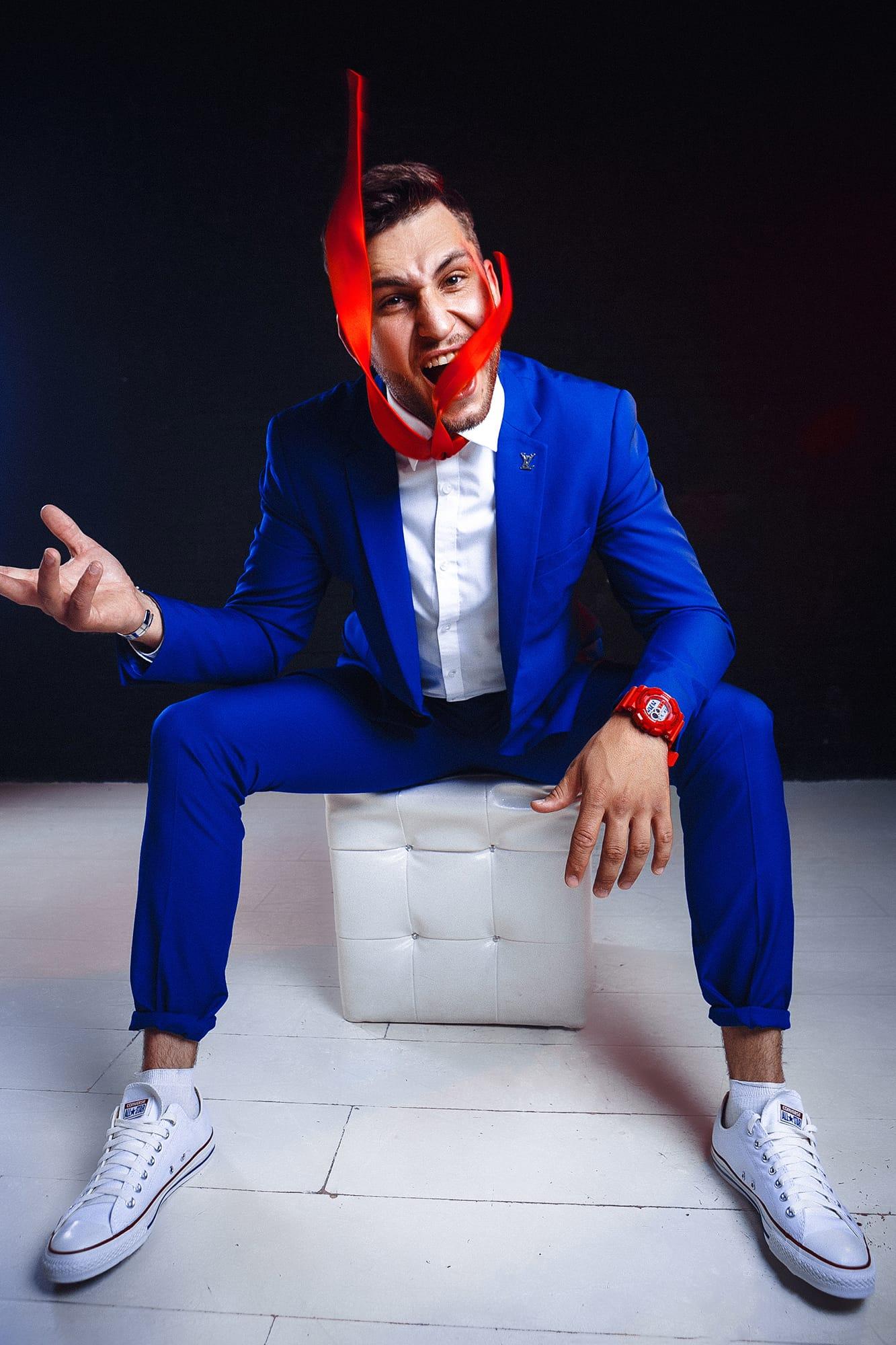 синий костюм фото