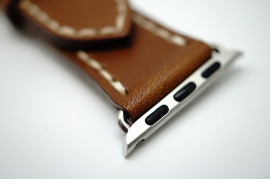 outline-leather-satchel-brown-apple-watch-strap-01