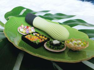 Iroha Zen Matcha side view of the swelling, textured shaft
