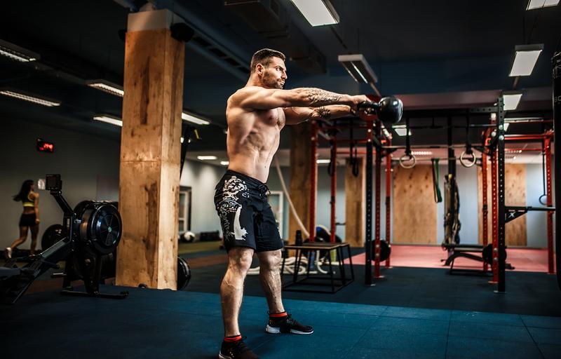 Kettlebell swings. Kettlebell Workshop. Kettlebell training. Kettlebell moves. Resistance training. Endurance training. Cardio training.