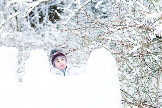Hacer una fortaleza de nieve