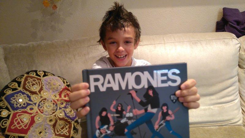 RAMONES, UN CUENTO PARA AMANTES DEL ROCK