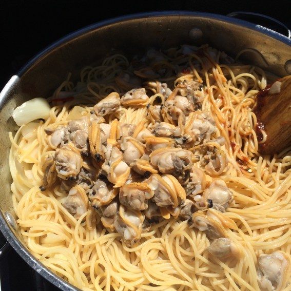 Thai spicy clams with pasta