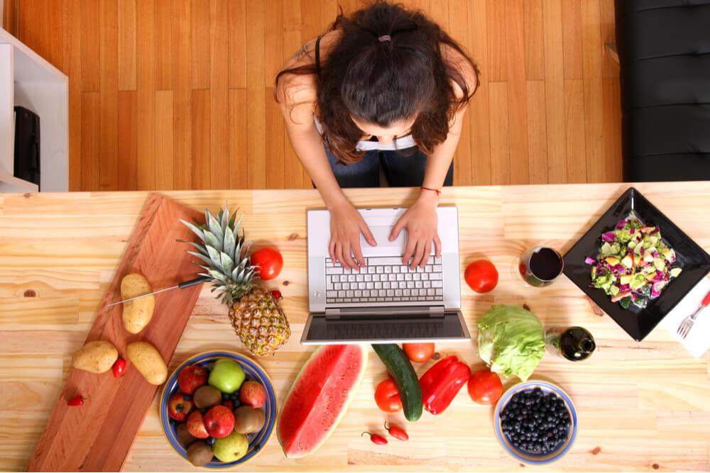 Read more about the article Rédacteur web culinaire : Comment allier la cuisine et la rédaction pour en faire votre métier ?