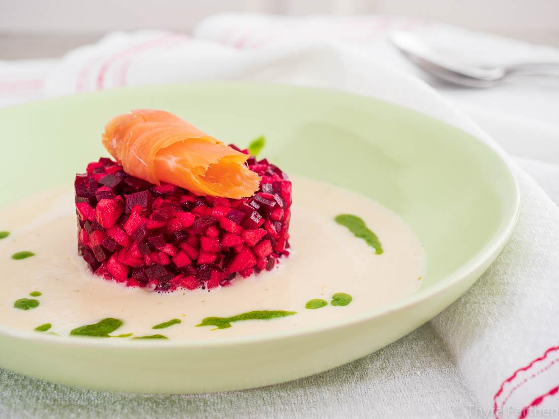 Meerrettich-Cremesuppe mit Apfel-Rote-Bete-Törtchen