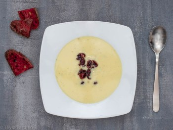 Käsesuppe mit Sherry-Cranberries