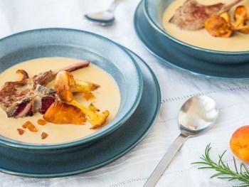 Cremesuppe mit Lamm und Pfifferlingen