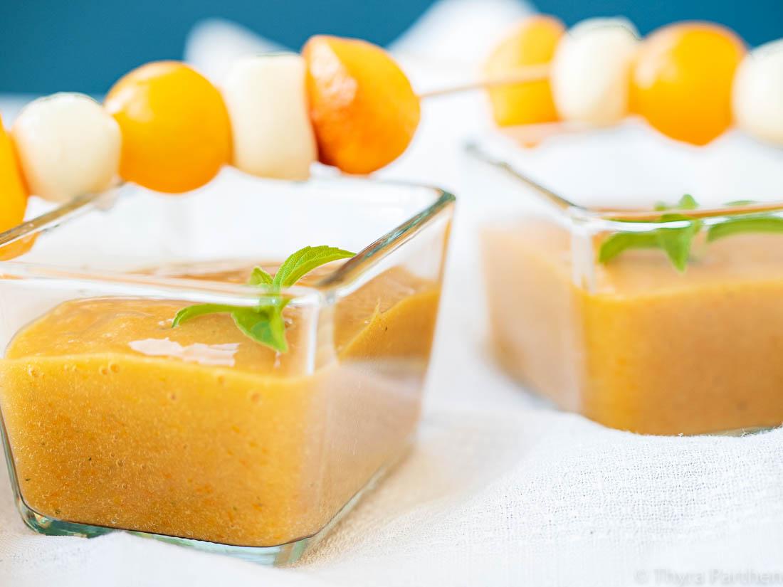 Gelbes Gazpacho mit Pfirsich