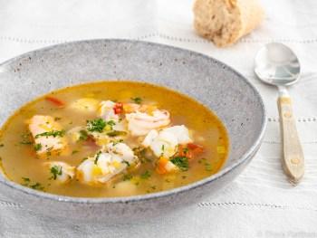 Wie man Fischsuppe für die Diät macht