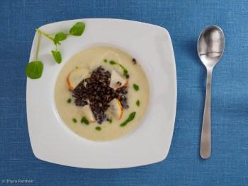 Topinambur-Birnen-Suppe mit Belugalinsen und Brunnenkresse