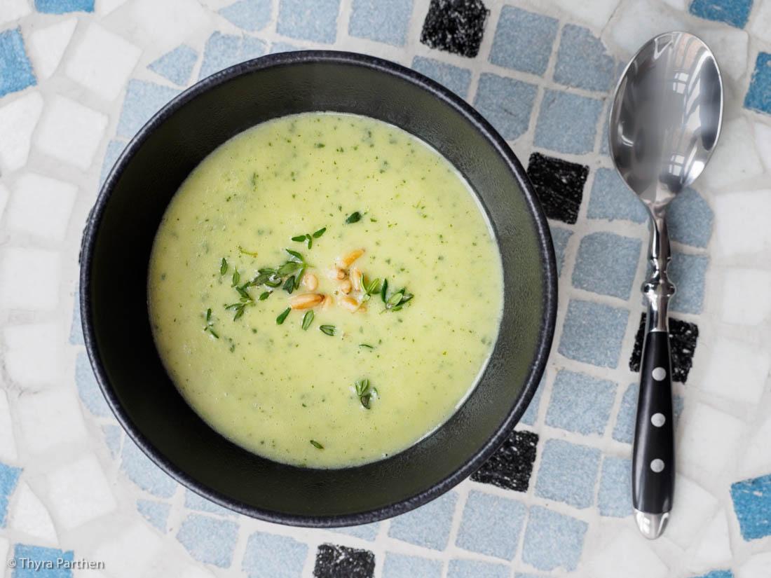 Zucchini-Cremesuppe mit Thymian
